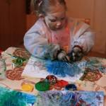 Radošuma izpausme redzama pilnībā – arī uz sejas.